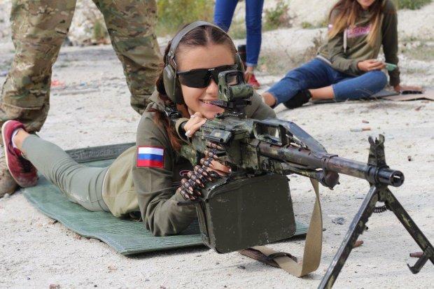 На Донбассе детей заставляют стрелять невинных: видео
