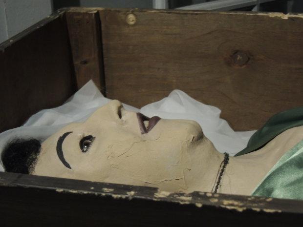 Вбивця в масці, мертва любов, продані діти та інші знімки, за якими ховається страшна історія. Від побаченого мурашки біжать спиною