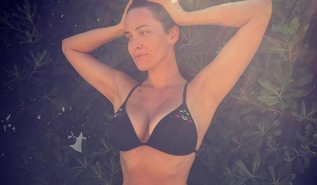 Астафьева похвасталась попой в смешном купальнике (ФОТО)