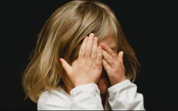 Мати-зозуля: українка здавала синів у оренду подобово