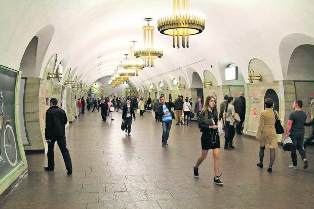 У Києві екстрено зупинили рух на одній з гілок метро: що відбувається