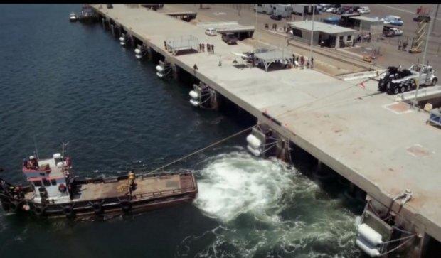 Кто сильнее: морской буксир или грузовик? (видео)