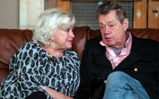 Дружина з коханкою ділять Караченцева на смертному одрі