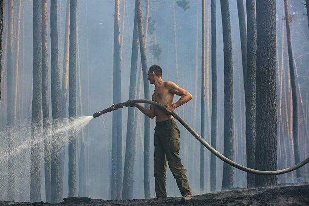 пожежник, фото: Україна в шоці