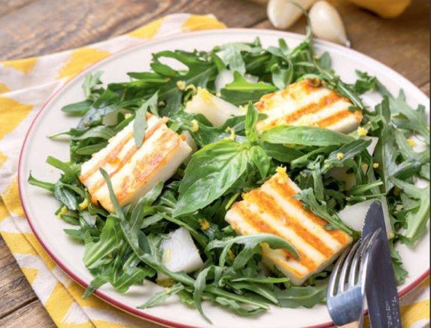 Теплый салат с жареным сыром: пошаговый рецепт
