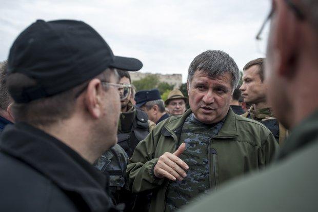 Президентська тисяча зіграла злий жарт, Аваков натякнув на підкуп українців: відео
