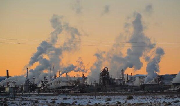 Вредные выбросы в атмосферу, скриншот: YouTube