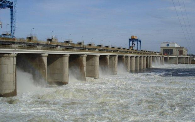 На Херсонщині побудували дамбу, що перекриває доступ води до Криму