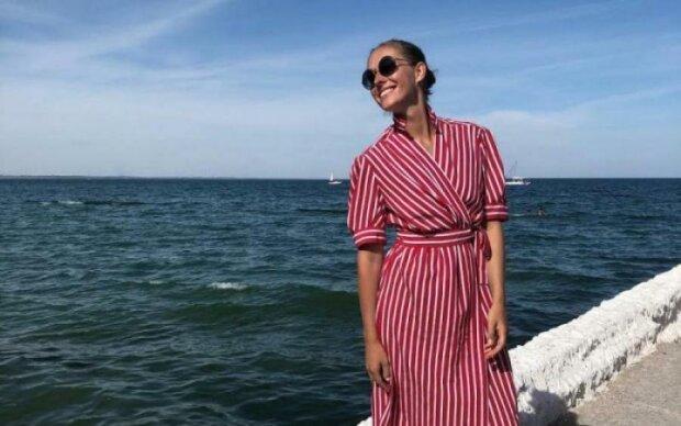 Осадча на безлюдному пляжі показала, за що її покохав Горбунов: фото
