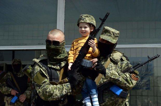 """Дети в """"ДНР"""" с 1 года считаются взрослыми: суровая реальность """"путинского рая"""""""