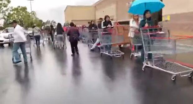Черга до супермаркету, скріншот: YouTube