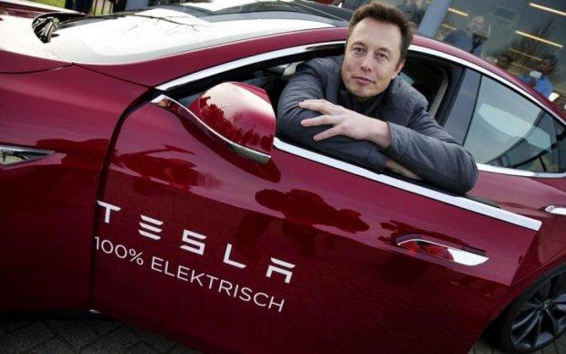 Крути сильнее: машины Илона Маска взбунтовались