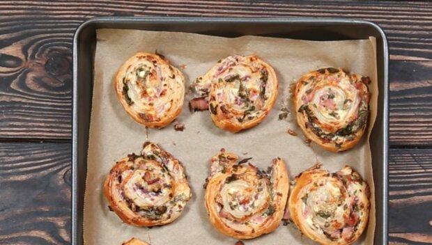 Оригинальные завитки с сыром и беконом похожи на роллы - всего 5 минут в духовке