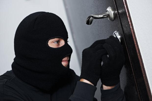 В столице орудовала опытная банда грабителей: проверьте свою квартиру