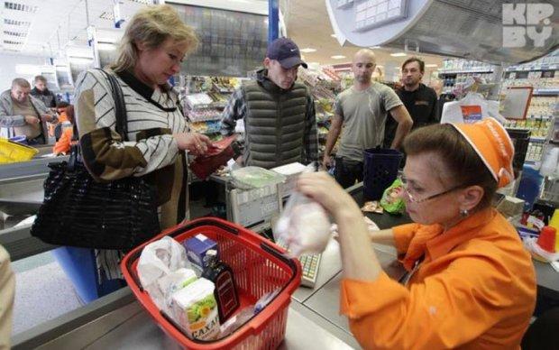 Країна без кеша: українців змусять по-новому платити за товари та послуги