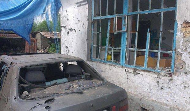 Боевики варварски уничтожили жилой сектор Артемово (фото)