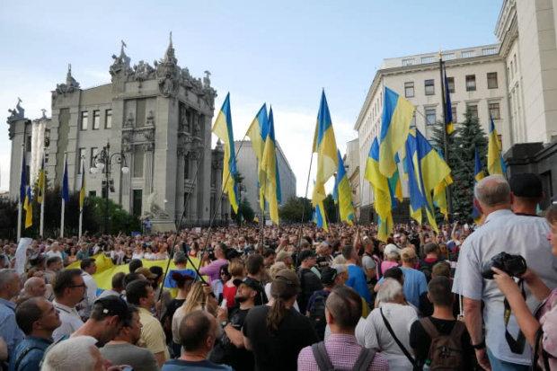 Тысячи киевлян пикетируют АП: что происходит