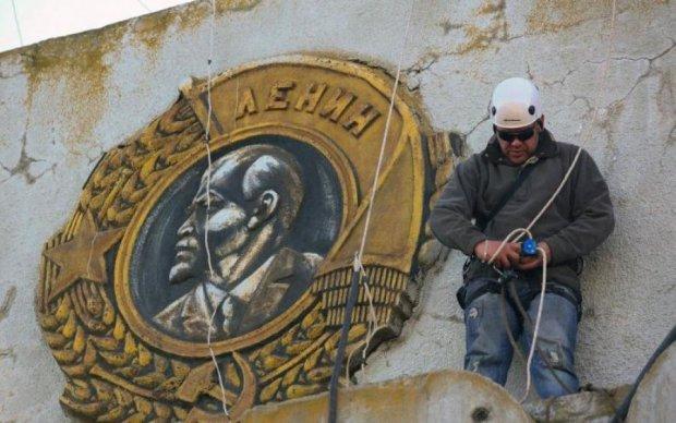 Пригрели змею: ученые ДНУ начали качать права за коммунистов