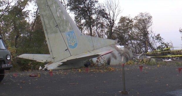 """Знайдено """"чорні ящики"""" під уламками АН-26 у Чугуєві: """"За 45 секунд до падіння..."""""""
