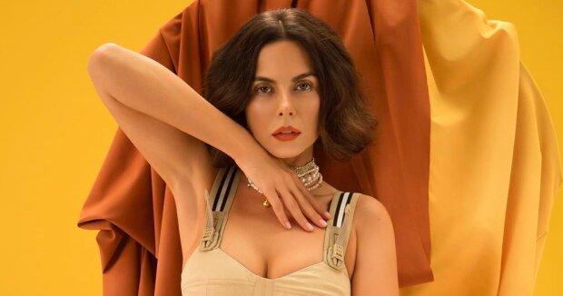 """Розкішна Каменських вразила міні-сукнею на мексиканському телешоу: """"Шикарний шид!"""""""
