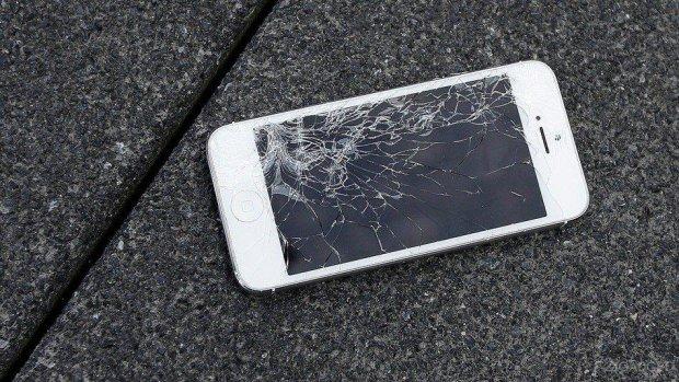 Волосся дибки: експерти розповіли, скільки коштує ремонт нових iPhone