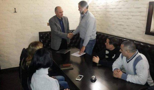 """Медведчук: """"Правый сектор"""" и """"Азов"""" избивают сторонников выполнения Минских соглашений"""