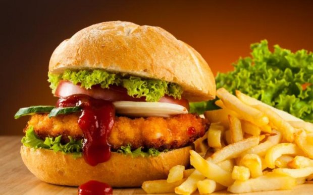 Посетитель McDonald's довел фанатов фастфуда до инфракта: видео