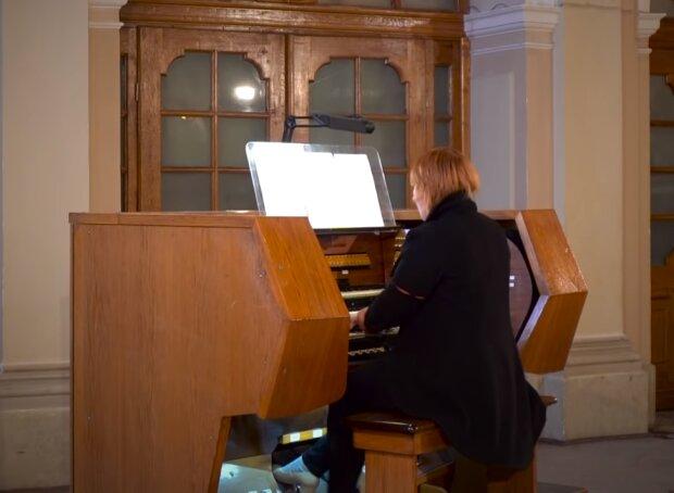 """Щедрик """"по новому"""": легендарну різдвяну пісню виконали на королі музичних інструментів"""