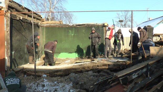 На Франковщине жуткий пожар оставил семью без крыши над головой:  четыре инвалидности и дети на руках