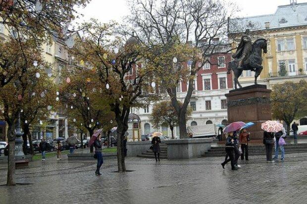 Львів перетвориться на місто мокрих ніг: стихія готує неприємний сюрприз 7 листопада