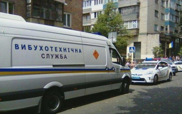 У Києві злетіло в повітря відділення Ощадбанку