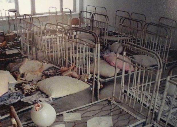 В Чернобыле туристический бум: очереди в зону отчуждения тщательно проверяют