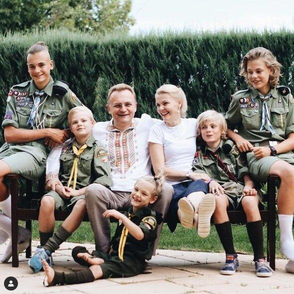 14 років Садового у кріслі мера Львова в яскравих фото: бігав з ножицями і співав заради грошей