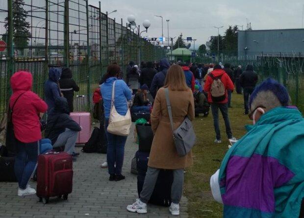 Черги на кордоні, фото: Дмитрий Бенюк