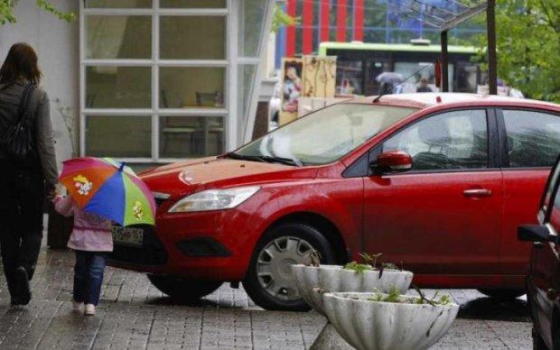 Кияни передали ідіоту парковки смердючий привіт