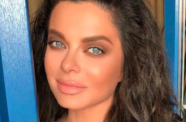"""Наташа Корольова показала голі груди в пікантному відео: """"Згадала минуле"""""""