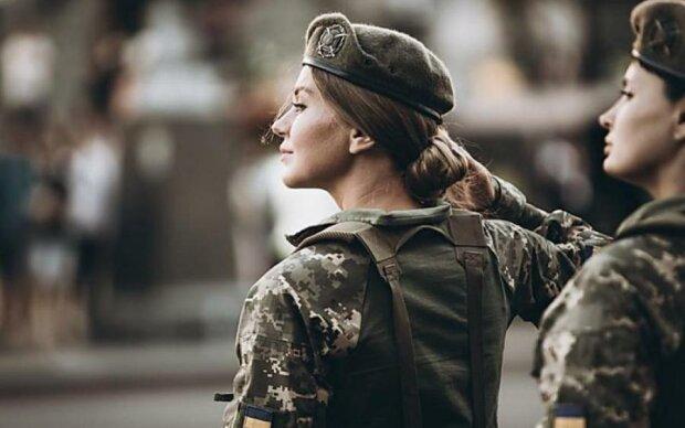 Женщины в ВСУ: Порошенко порадовал феминисток