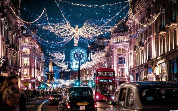 Рождество через века: фотограф дополнил праздничные городские пейзажи Лондона фрагментами винтажных снимков, получилось волшебно