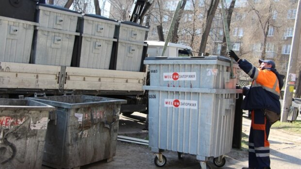 """Із Франківська зникли сміттєві баки, городяни не вірять своїм очам: """"Не смішно..."""""""