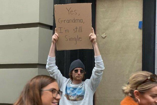"""Будущая Грета Тунберг? Парень покорил весь мир жизненными плакатами: """"Да, бабушка..."""""""