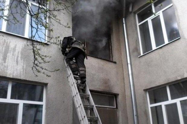 На Закарпатті з палаючого дитсадка евакуювали 135 дітей