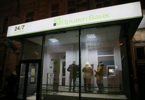 ПриватБанк терміново звернувся до клієнтів: гроші не повернуть, йдіть до поліції