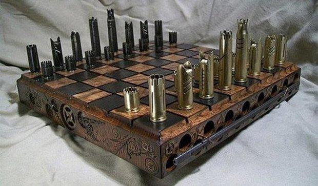 Дизайнеры создали шахматы из гильз в стиле стимпанк (фото)