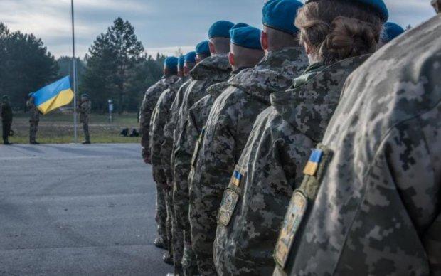 Сумнівна мотивація: влада вигадала, як заманити українців до армії