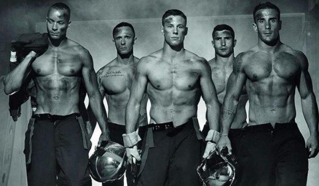 Гаряче: французькі пожежники роздяглися для календаря (фото)