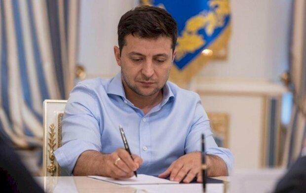 Зеленский подписал закон, который лишит Украину шампанского и сыра феты: что происходит
