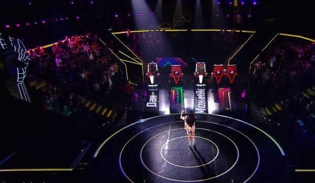 """На """"Голос країни 10"""" завітала """"королева бурлеску"""": дівчина знайшла """"солодкий пиріжок"""" серед зіркових тренерів"""