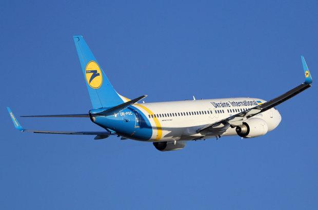 В аеропорту Жуляни екстрена посадка літака МАУ, пасажирів не випускають: що відбувається