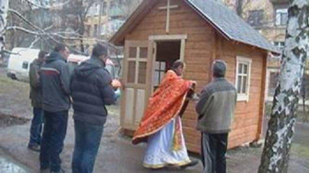 В Артемівську побудували гуцульську капличку