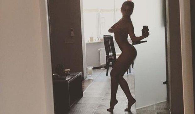 Скандальная Нана из NikitA попозировала без белья (ФОТО)